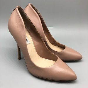 Steve Madden Galleryy nude pointed toe pumps